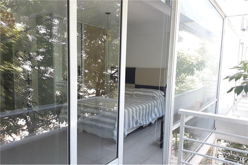 monoambiente amplio, muy luminoso con balcón