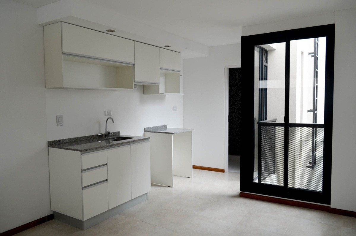 monoambiente con balcon al frente a la venta en alem al 2300. edificio en construccion. amenities en terraza.
