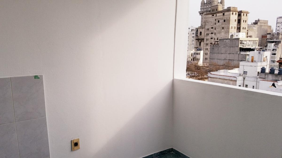 monoambiente con división y balcón en alquiler centro