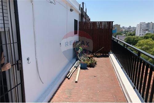 monoambiente con gran balcón