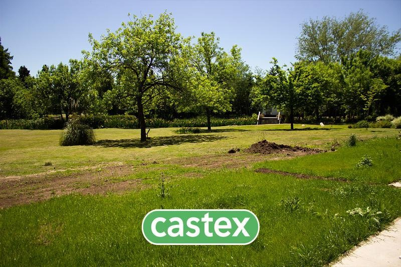 monoambiente con jardin    en venta en pilar.