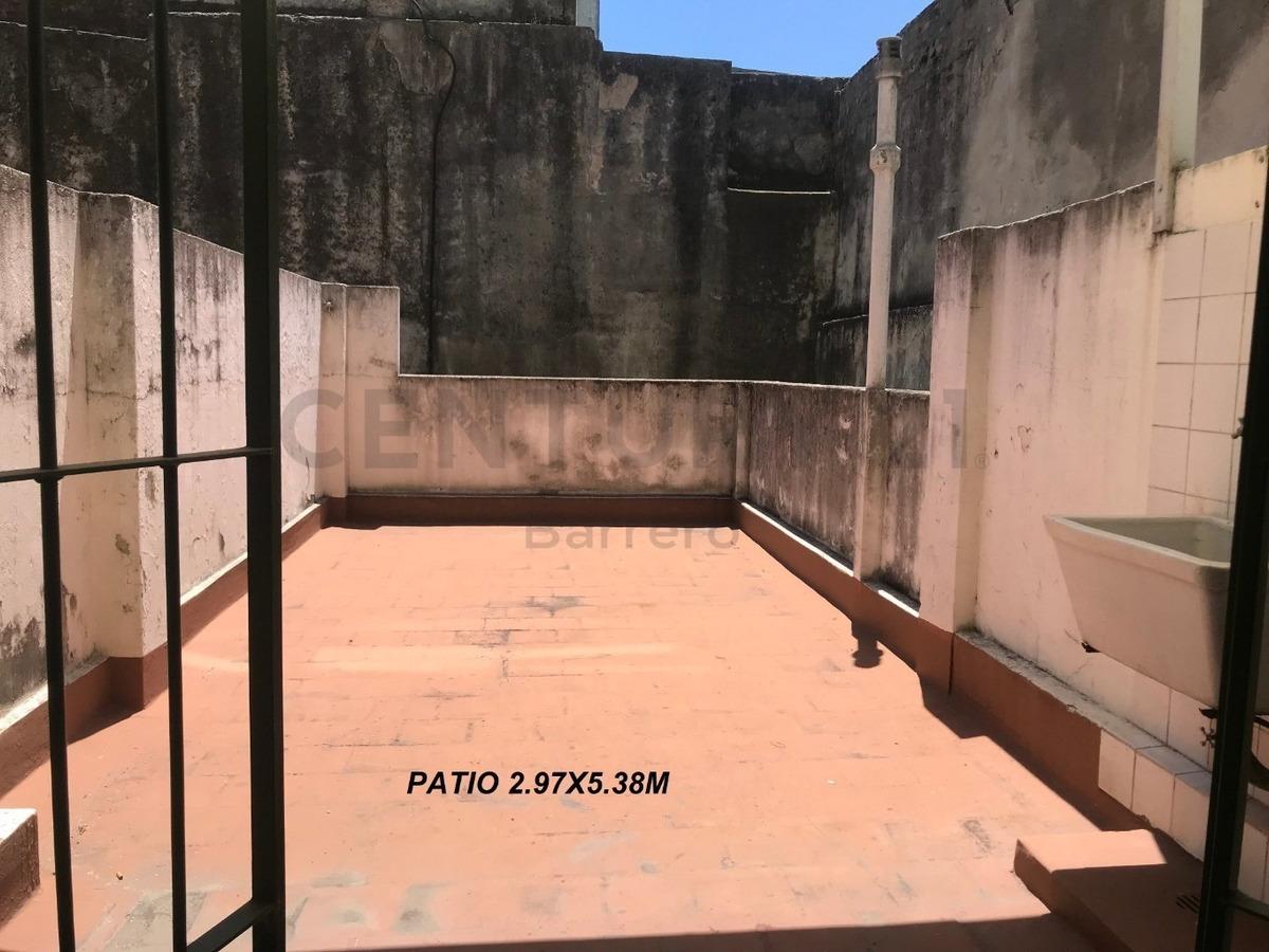 monoambiente con patio cocina separada cerca de subte