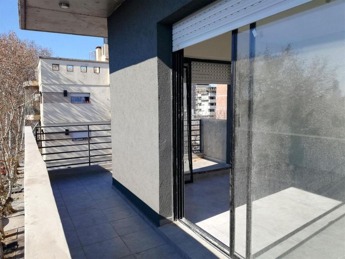 monoambiente con terraza exclusiva con parrillero - zona universitaria
