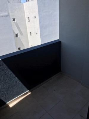 monoambiente en contrafrente con balcon en 62 y 13