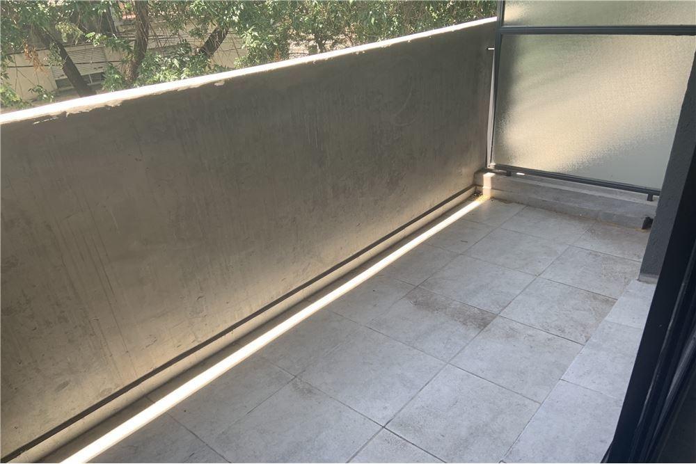 monoambiente en venta al frente con balcón
