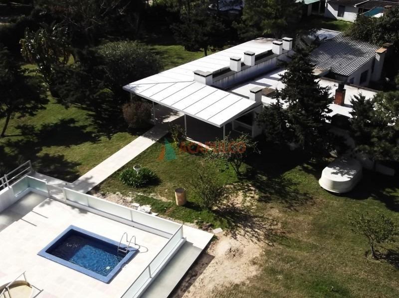 monoambiente grande dividido con cocina y baño, piscina, parrillero, servicio de lavadero, wifi en recepcion, vigilancia las 24 horas-ref:1067