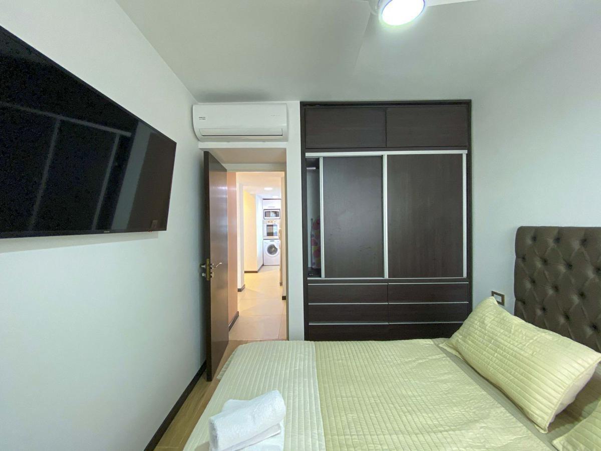 monos y 1 dormitorio con pileta