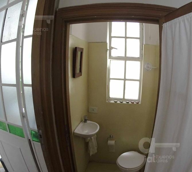 monserrat. ph 3 ambientes con entrepiso y balcones.