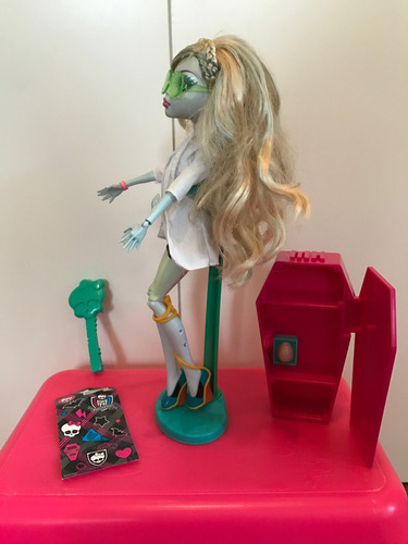 monster high lagoona blue mad science classroom