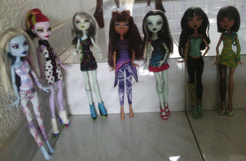 monster high muñecas diferentes