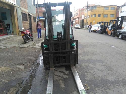 montacarga toyota 2.5 toneladas mecanica