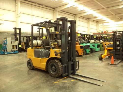 montacargas caterpillar 2000 gas lp 6000 lb (1135)