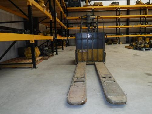 montacargas eléctrico hombre a bordo patin  cat npv60 f 455