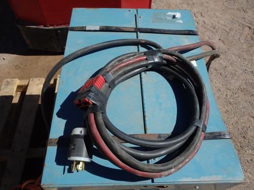 montacargas electrico hombre parado de 3,000 libras
