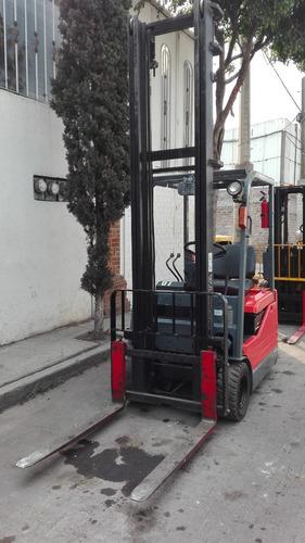 montacargas electrico toyota con cargador
