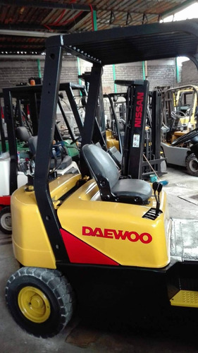 montacargas marca daewoo cat de 4000 lbs.a $115,000 pesos