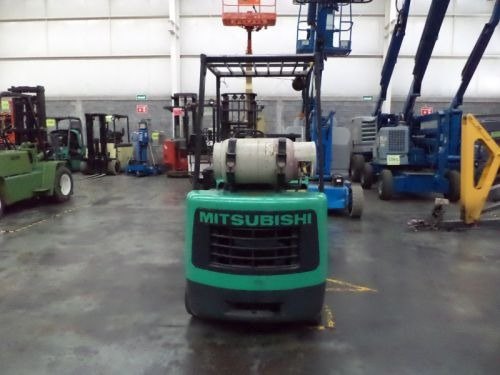 montacargas mitsubishi  gas lp 4000 lb modelo fgc20