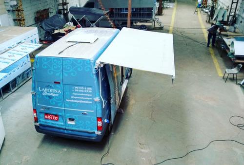 montagem para loja de roupa em van