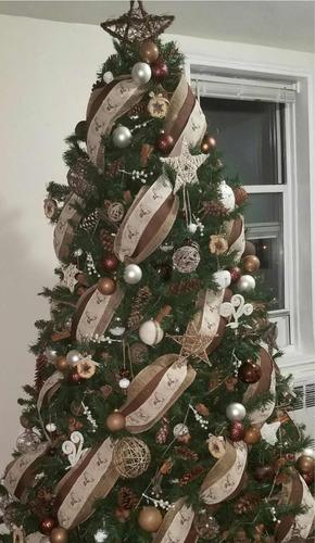 montaje de árbol navideños y detalles navideño
