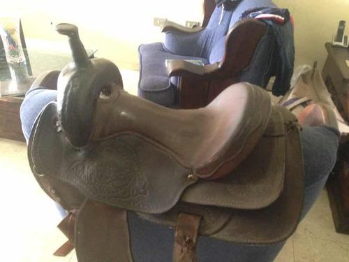 montura de pico para montar caballo