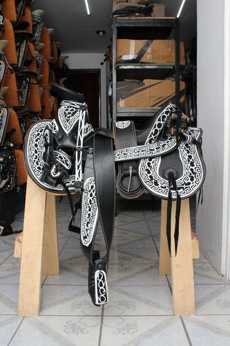 montura silla charra cola de pato navajeada  negra