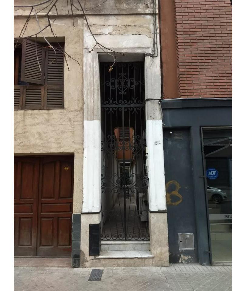 moreno 1512, interna con 2 dormitorios. excelente ubicacion.