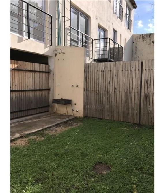 morón norte departamento 2 ambientes con jardín y cochera