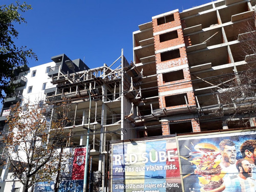 moron sur: en pozo,2 amb balcón,cerca tribunales-financiado