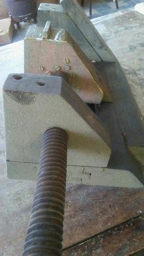 morsa de madera antigua. reliquia