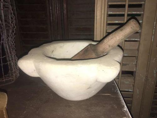mortero antiguo mármol y mano de pinotea 26 x 13
