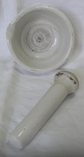 mortero porcelana sellado diam 12cm alto 5,5cm y pilon 14 cm