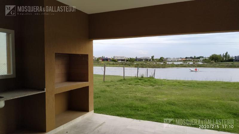 mosquera y gallastegui - casa a la laguna en san gabriel