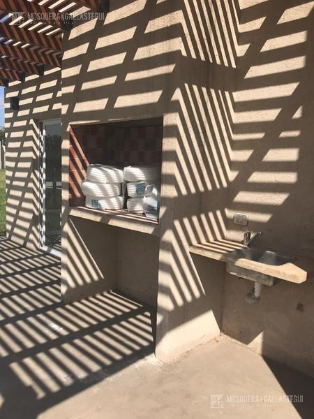 mosquera y gallastegui - casa en una planta en la cañada de pilar