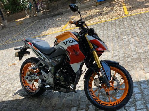 motivo viaje vendo moto como nueva poco uso