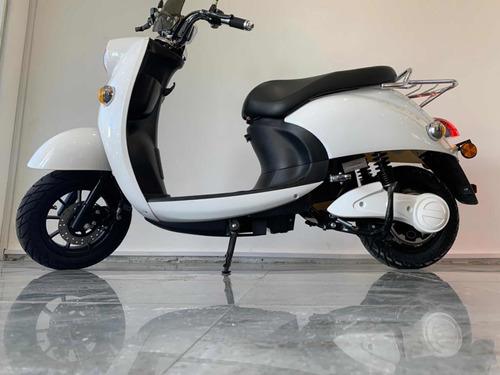 moto 100% electrica modelo e-vespa de gaia motors!