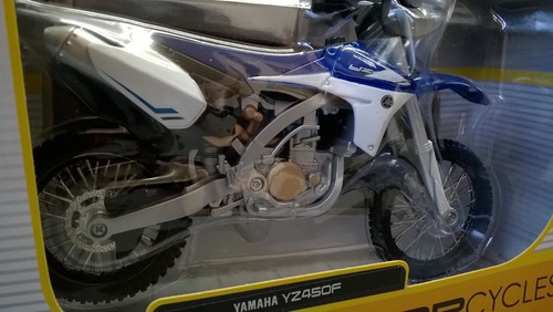 moto a escala 1/12 yamaha yz450f   marca maisto