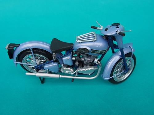 moto armable triumph t100 classic 1:16 lindberg myp