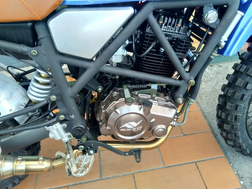 moto axxo scrambler  2018 250cc color azul/rojo