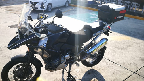 moto bmw f 1200 gs triple black equipada