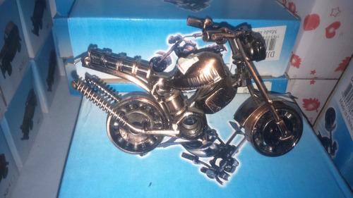 moto de ferro enfeite e decoração.