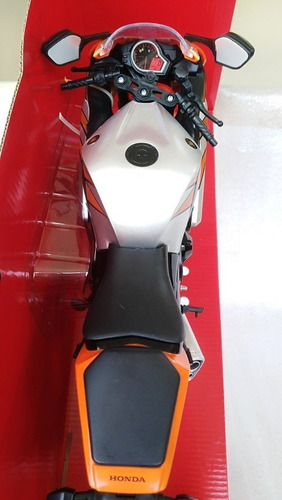 moto deportiva honda cbr1000rr a escala 1/6, 36cms de largo.
