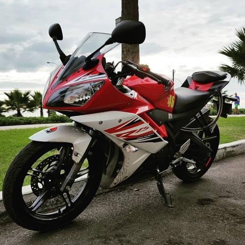 moto deportiva yamaha