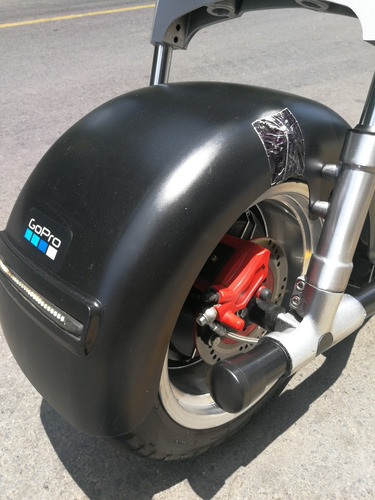 moto eléctrica cattini tipo harley con detalle