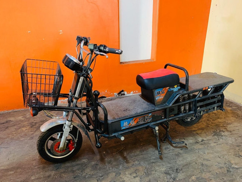 moto electrica lineal para carga. marca super soco.