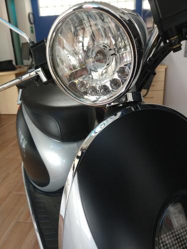 moto electrica plateada