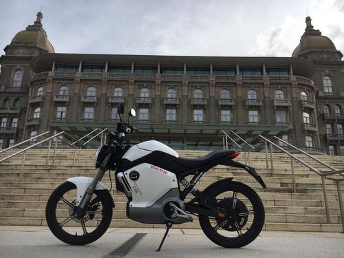 moto eléctrica veems naked 70 km autonomía batería extraible