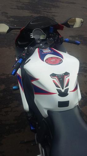 moto esportiva honda cbr 1000