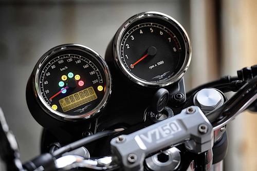 moto guzzi v7 50 aniversario serie 3 al mejor precio