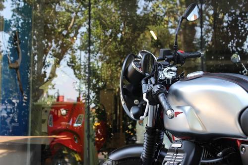 moto guzzi v7 iii racer gris con ohlins - motoplex devoto