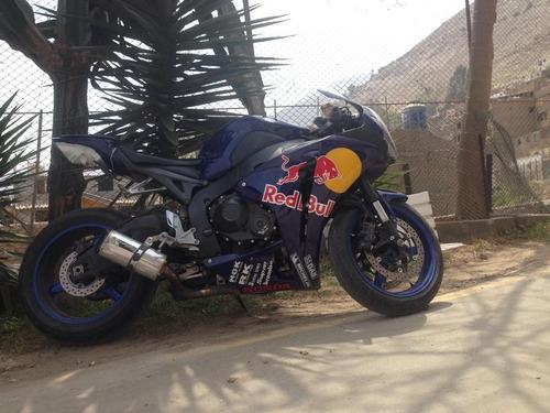 moto honda cbr 1000cc  2010 muffler two brothers luces hid